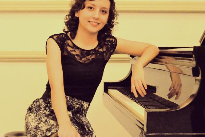 Blanco y negro. Estudios de especialización en interpretación pianística