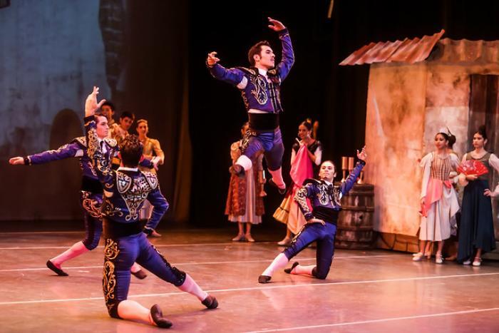 """Ballet de Jalisco imprime técnica y actuación en """"Don Quijote"""""""