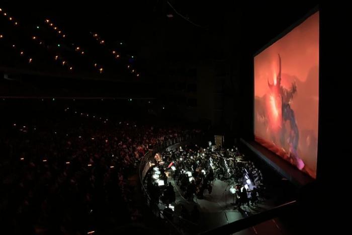 Ante más de 15 mil personas, la OFJ musicaliza en vivo imágenes de cintas de Guillermo del Toro