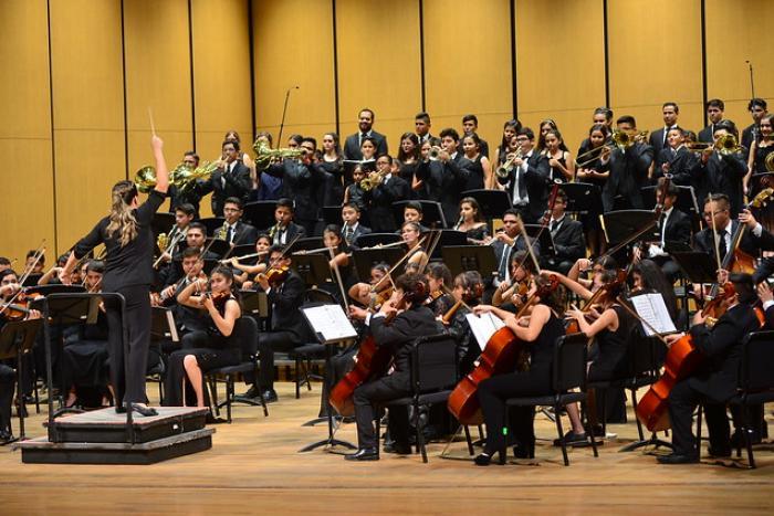 Muestran formación musical integrantes del Coro y Orquesta ECOS en el Degollado en emotiva velada
