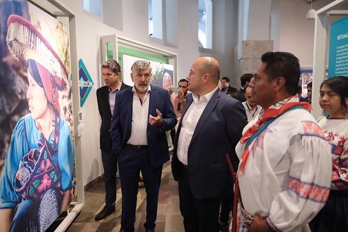 Refrenda Enrique Alfaro compromiso con los pueblos originarios