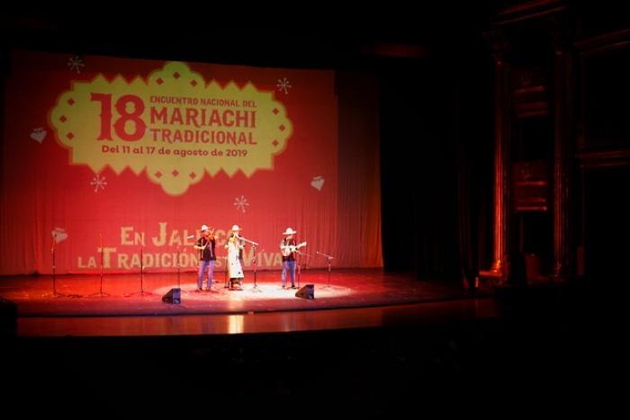 Aplausos y música de mariachi tradicional de nuevo en el Teatro Degollado