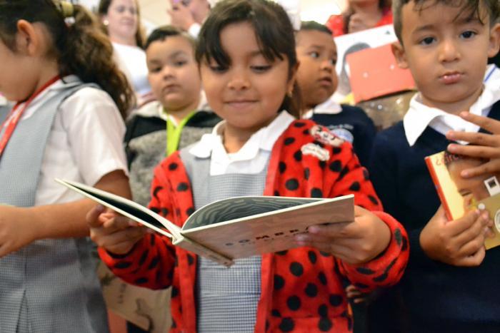 Reciben más de cuatro mil libros bibliotecas del Área Metropolitana