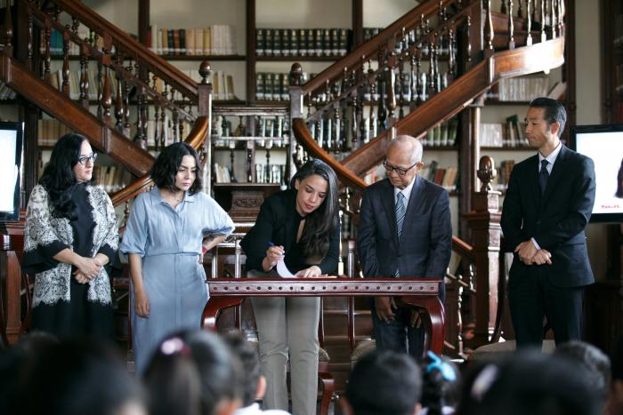 Firman convenio SC y Yakult en beneficio de las bibliotecas de Jalisco