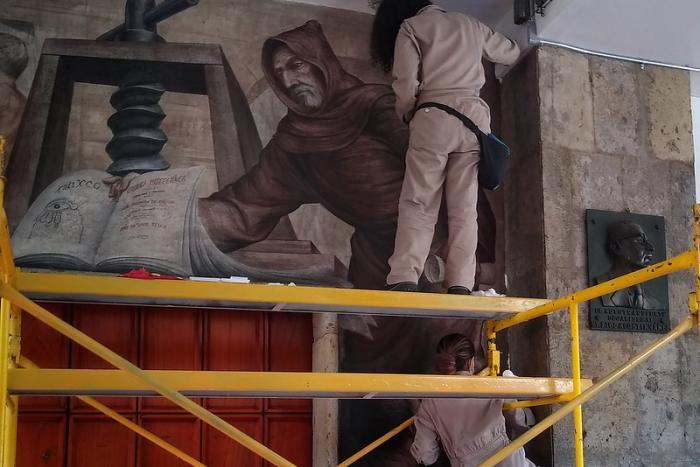 La ECRO restauró dos murales de la Casa de la Cultura Jalisciense