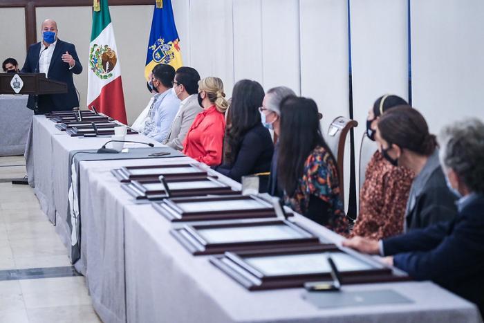 Enrique Alfaro entrega el Premio Jalisco 2020 a ocho destacados jaliscienses