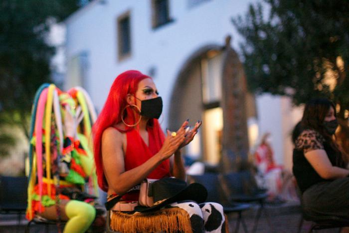 Visibilizan a comunidad drag con anuario y otras actividades