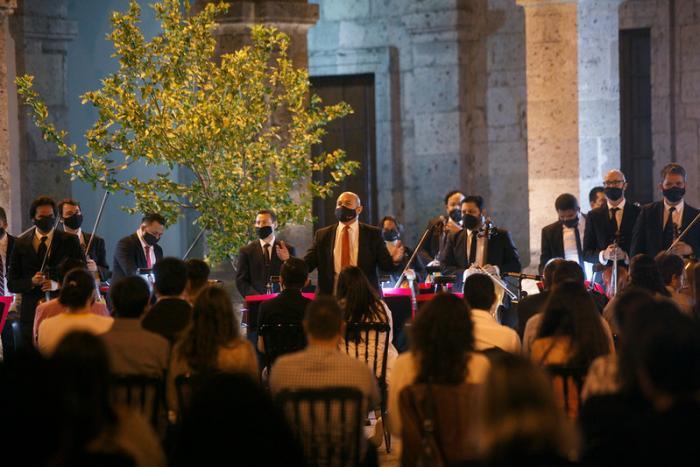 Llena de música la Orquesta Sinfónica de Jalisco al Patio de los Naranjos del Museo Cabañas