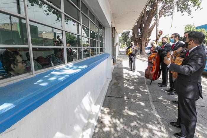 """Cultura Jalisco lleva la """"Música en la edad de oro"""" a hogares de personas de la tercera edad"""