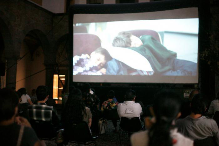 """Proyectan en pre-estreno la película """"Los Lobos"""" con la presencia de su director Samuel Kishi"""
