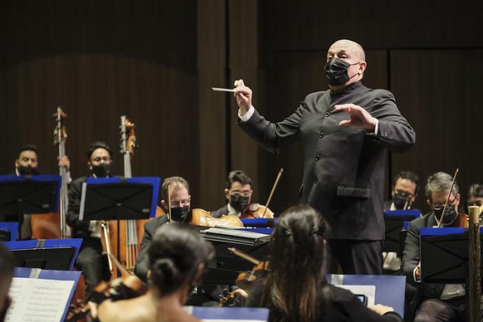Presenta la OFJ programa de folclor sinfónico internacional