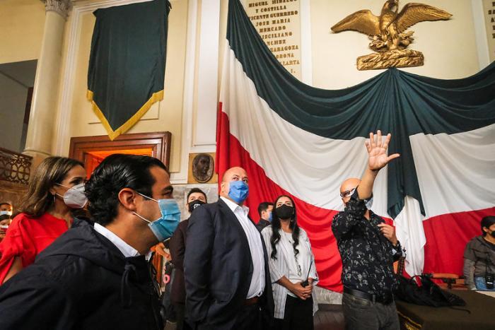 Atrae Jalisco más de 100 mdp en derrama con serie sobre la vida de    Pancho Villa; Enrique Alfaro visita a la producción durante    el rodaje en Palacio de Gobierno