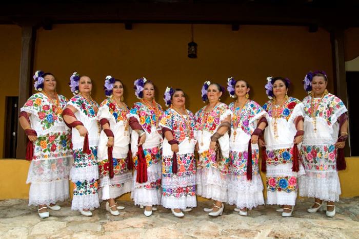 """Formación de Ballet Folklórico de Adultos Mayores, """"La Manzanilla de la Paz"""""""