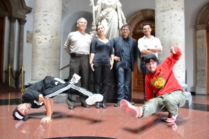 Bailarines de la calle toman Teatro Degollado