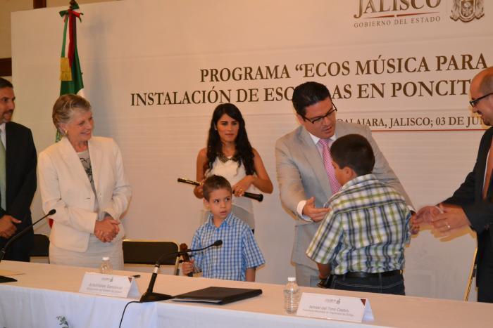 Firmó Gobernador convenio de instalación de escuelas de música en Poncitlán, Tlajomulco y Tuxpan