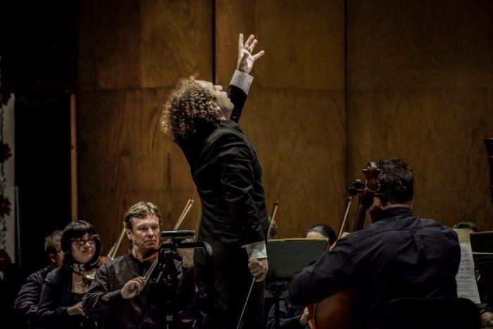 Miguel Salmon Del Real celebra 20 años como director de orquesta