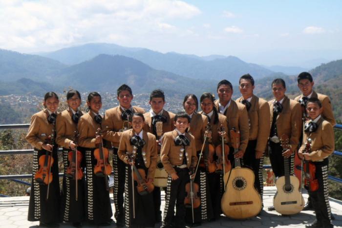 Obtiene Zapotiltic premio por mariachi en EU