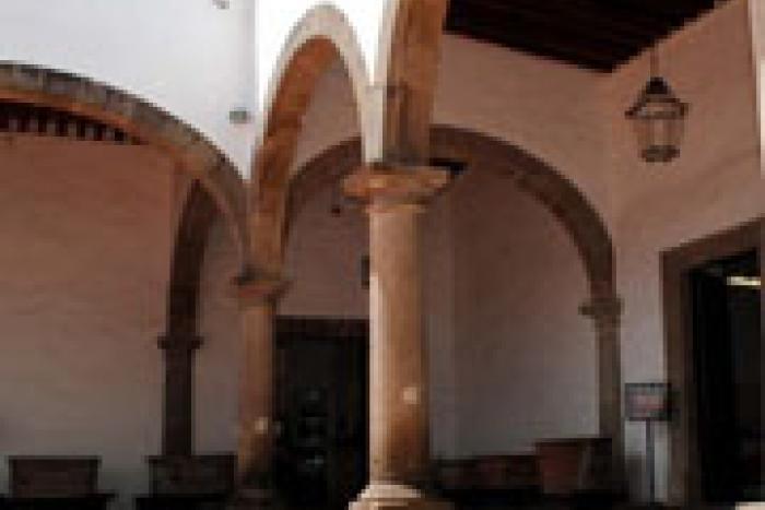 El Museo Regional de la Cerámica de Tlaquepaque reúne una selección de artesanía que data de los siglos XVIII y XIX